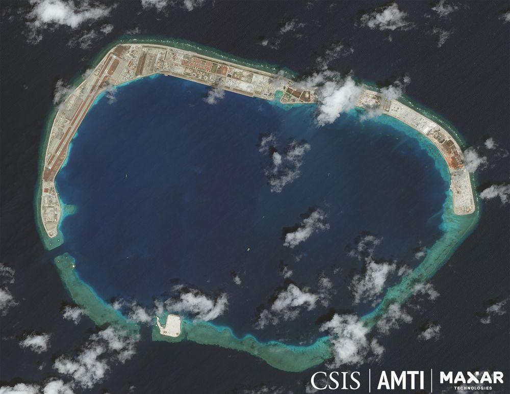 Pangkalan militer di Mischief Reef, April 23, 2020. (dok. CSIS Asia Maritime Transparency Initiative/Digital Globe)
