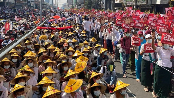 Anti-coup protesters fill the main road during a rally in Mandalay, Myanmar Monday, Feb. 22, 2021. A call for a Monday general strike by demonstrators in Myanmar protesting the military's seizure of power has been met by the ruling junta with a thinly veiled threat to use lethal force, raising the possibility of major clashes.(AP Photo)