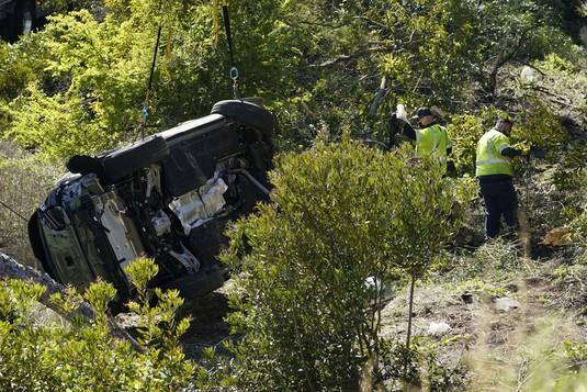 Mobil Ringsek Parah, Ini Penampakan Kecelakaan Tiger Woods