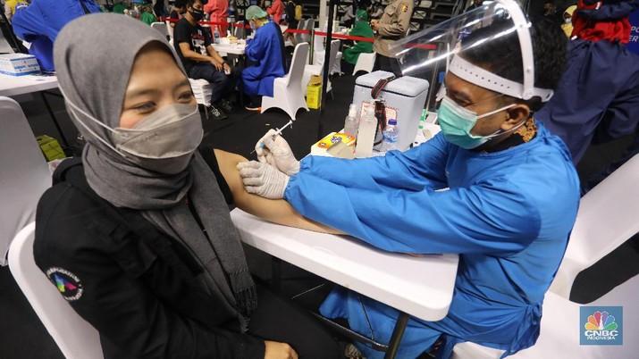 Vaksinasi wartawan. (CNBC Indonesia/Andrean Kristianto)
