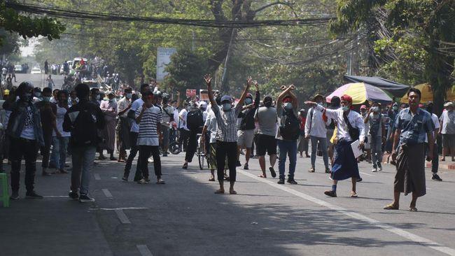 Myanmar Makin Kacau! Warga Ditembaki, Jurnalis Dit