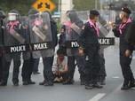 Demo Thailand Rusuh, 'Kabut Asap' Warnai Kota Bangkok