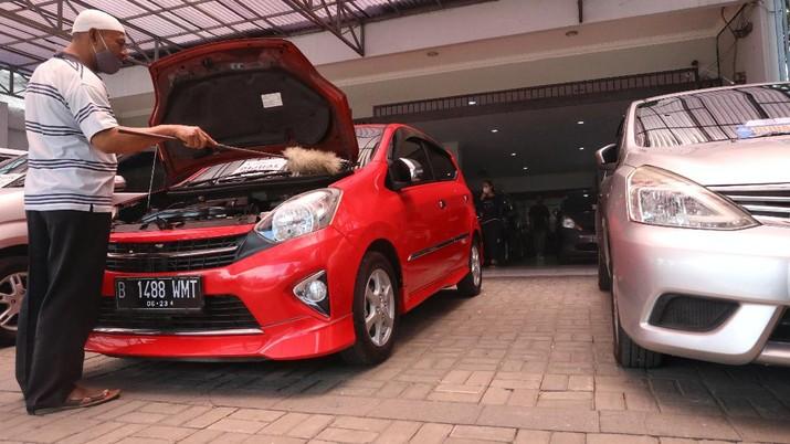 Penjualan Mobil Bekas. (CNBC Indonesia/Andean Kristianto)