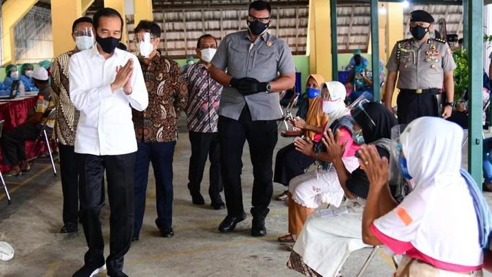 Presiden Jokowi tinjau vaksinasi massal di Kota Yogyakarta, Senin (1/3/2021). (Dok: Muchlis Jr - Biro Pers Sekretariat Presiden)