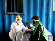 Potret Layanan Vaksinasi Covid Drive Thru ala Halodoc & Gojek