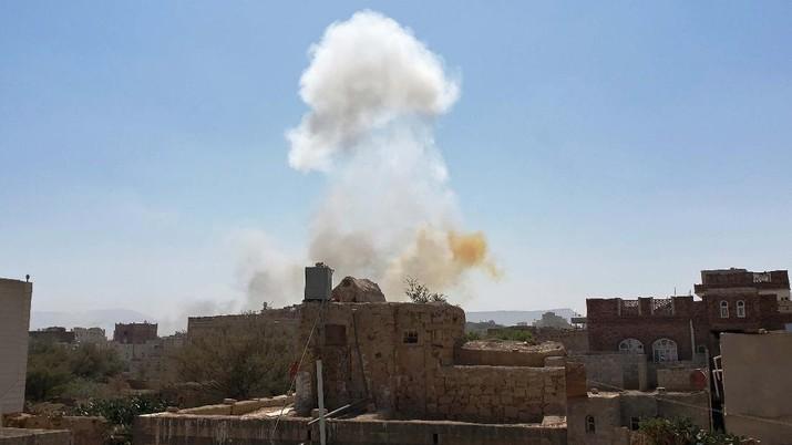 Sebuah drone kembali menyerang Arab Saudi. Kali ini, pesawat itu menyerang pelabuhan minyak. (AP/Hani Mohammed)