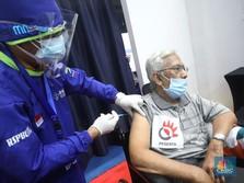 Penampakan Ratusan Warga Lansia Ikuti Vaksinasi di Istora
