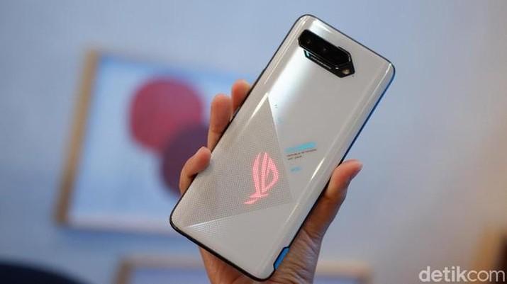 Asus ROG Phone 5. Foto: Adi Fida Rahman/detikINET