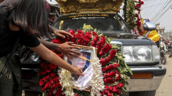 Domo Myanmar terus berlanjut. AP/