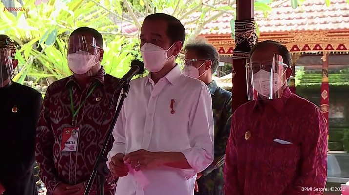 Presiden Jokowi Tinjau Vaksinasi Massal, Gianyar - Bali, (16/3/2021). (Tangkapan layar Youtube Setpres RI)