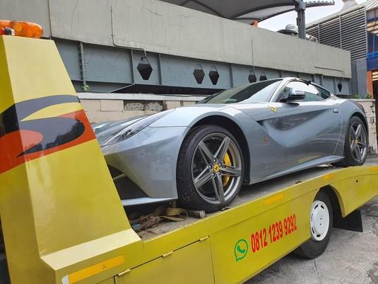 Mewah! Penampakan Aset Tersangka Asabri: RR, Mercy & Ferrari