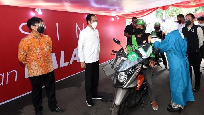 Presiden Joko Widodo Tinjau Vaksinasi Kota Bogor (Biro Pers Sekretariat Presiden/ Lukas)