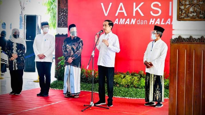 Presiden Joko Widodo (Jokowi) bertolak ke Provinsi Jawa Timur (Jatim) untuk melakukan kunjungan kerja. Dalam kunker tersebut Presiden Jokowi sempat bertemu dengan para kiai dan Majelis Ulama Indonesia (MUI) Jatim. (Foto: Laily Rachev - Biro Pers Sekretariat Presiden)