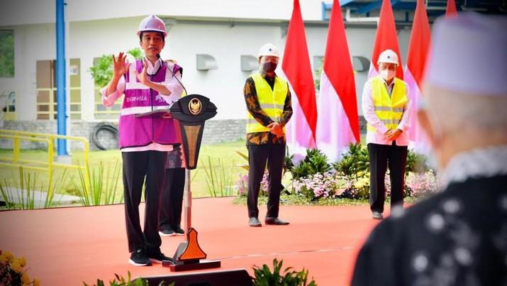 Presiden Joko Widodo (Jokowi) meresmikan sistem penyediaan air minum (SPAM) Umbulan, Kabupaten Pasuruan, Jawa Timur, Senin (22/3/2021). (Foto: Laily Rachev - Biro Pers Sekretariat Presiden)