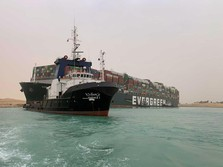 Pemilik Kapal Peti Kemas Terjepit di Terusan Suez Minta Maaf!