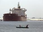 Penampakan Kapal Raksasa Kejepit, Terusan Suez Macet Total