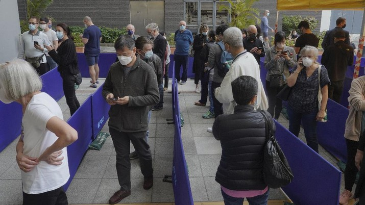 People queue up outside a vaccination center for BioNTech in Hong Kong Wednesday, March 24, 2021. Hong Kong suspended vaccinations using Pfizer shots - known as BioNTech shots in the city - on Wednesday after they were informed by its distributor Fosun that one batch had defective bottle lids. (AP Photo/Vincent Yu)
