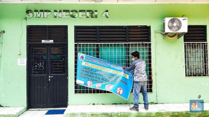 Persiapan Sekolah Tatap Muka di Jakarta (CNBC Indonesia/Tri Susilo)