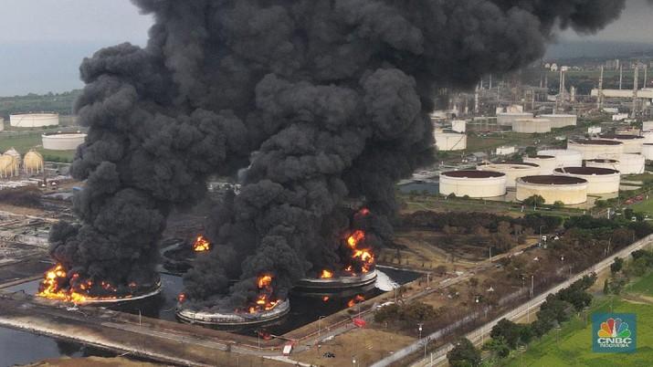 Kebakaran Kilang Minyak Balongan (CNBC Indonesia/Andrean Kristianto)