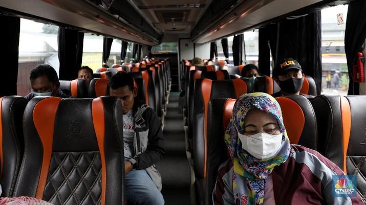 Bus Antar Kota Antar Propinsi di Terminal Lebak Bulus, Jakarta Selatan, Kamis (1/4/2021). (CNBC Indonesia/Andrean Kristianto)