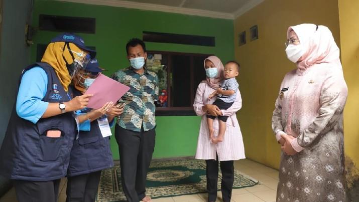 Program Pendataan Keluarga Tahun 2021 yang dilakukan Badan Kependudukan dan Keluarga Berencana Nasional (BKKBN), dimulai Kamis (1/4/2021).