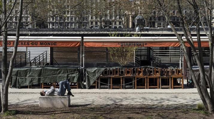 Kasus Covid-19 naik, Prancis kembali lockdown. (AP/Francois Mori)