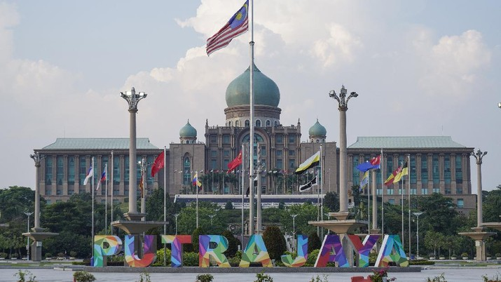 A Malaysian national flag is on display in front of the prime minister's office building in Putrajaya, Malaysia Friday, March 20, 2020. Malaysian government issued a movement order to the public starting from March 18 until March 31 to block the spread of the new coronavirus. For most people the new coronavirus causes only mild or moderate symptoms, but for some it can cause more severe illness. (AP Photo/Vincent Thian)
