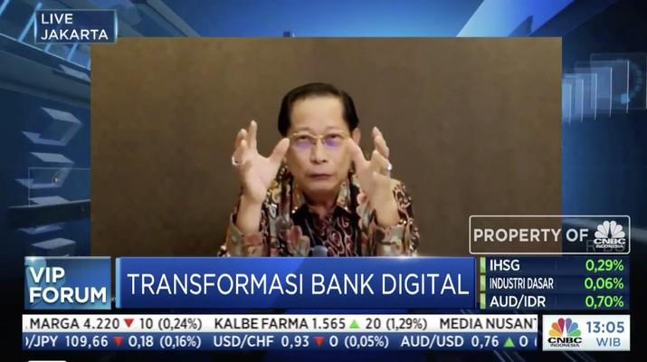 Direktur Utama Bank Central Asia (BCA) Jahja Setiaatmadja dalam acara VIP Forum bertajuk