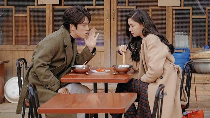 Pemeran Crash Landing on You, Kim Jung-hyun dan Seo Ji-hye.