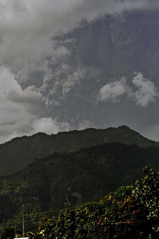 Gunung La Soufriere Karibia Erupsi, Ribuan Orang Dievakuasi