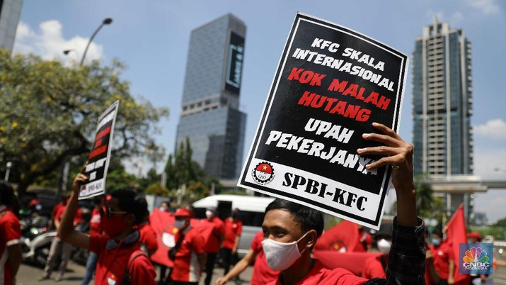 Demo Pekerja KFC di Kemnaker RI. (CNBC Indonesia/Muhammad Sabki)