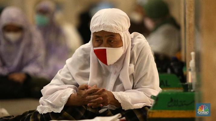 Tarawih Pertama Ramadan di Masjid Istiqlal (CNBC Indonesia/Muhammad Sabki)