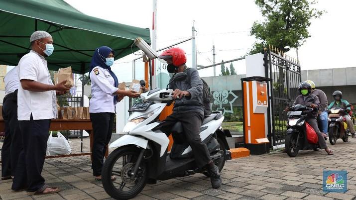 Pembaguan takjil Drive Thru. (CNBC Indonesia/Andrean Kristianto)