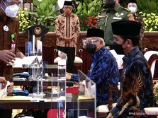 Bareng Wapres & Sri Mulyani, Jokowi Zakat Bareng di Istana
