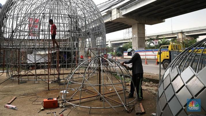 Pembuatan kubah masjid. CNBC Indonesia/Muhammad Sabki