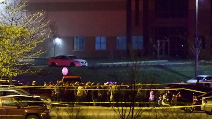 Suasana penembakan massal di fasilitas FedEx di Indianapolis. AP/