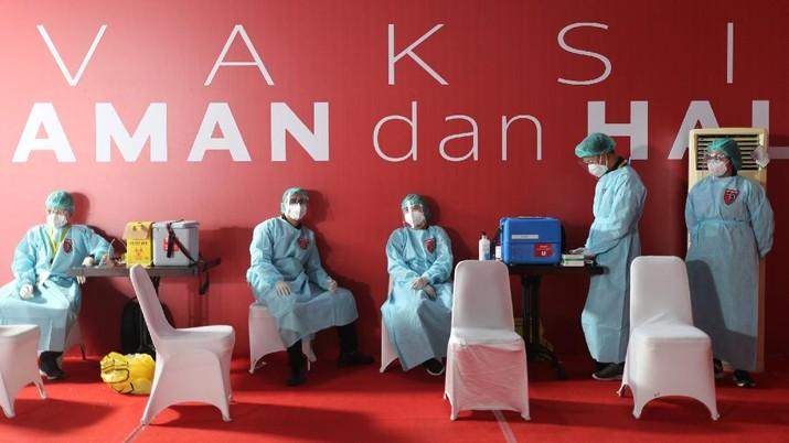 Vaksinasi seniman dan budayawan. (CNBC Indonesia/Tri Susilo)