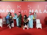 Gaya Jokowi Cek Vaksinasi Cak Lontong Cs di Galeri Nasional