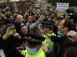 Potret Fans Chelsea Demo di Stamford Bridge, Kecam Liga Super