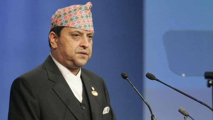 King of Nepal Bir Bikram Shah Gyanendra, speaks to the assembly during a plenary session of the World Summit on the Information Society at the convention center in Kram, 10 kms (6 miles) north of Tunis, Tunisia, Wednesday Nov. 16, 2005. Negotiators from more than 100 countries agreed late Tuesday to leave the United States in charge of the Internet's addressing system, averting a U.S.- EU showdown at this week's U.N. technology summit. (AP Photo / Michel Euler)