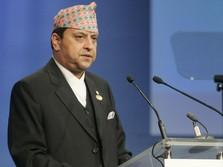 Duh! Eks Raja & Ratu Nepal Positif Corona Pulang dari India