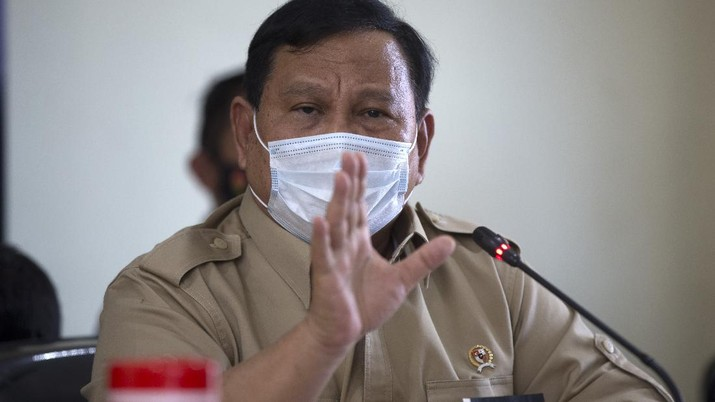 Indonesian Defense Minister Prabowo Subianto talks to media during a press conference regarding a missing navy submarine in Bali, Indonesia,Thursday, April 22, 2021. Indonesia's navy ships are intensely searching the waters where one of its submarines was last detected before it disappeared, as neighboring countries are set to join the complex operation. (AP Photo/Firdia Lisnawati)
