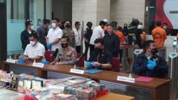 Geledah Rumah Bos EDCCash, Polisi Temukan Senpi