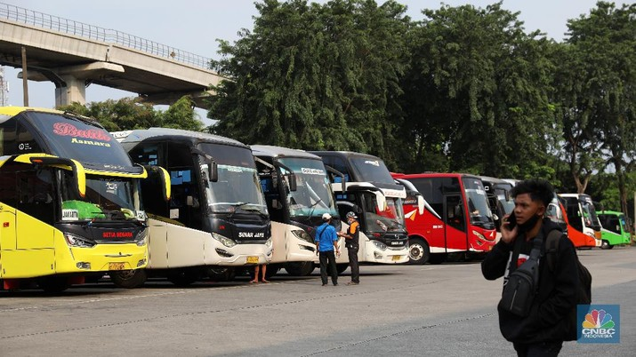Larangan Mudik Diperpanjang, Terminal Kampung Rambutan Terlihat Sepi Penumpang. (CNBC Indonesia/Andrean Kristianto)