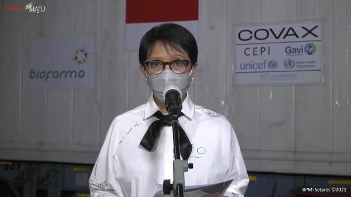 Menteri Luar Negeri Retno Marsudi memberikan keterangan pers mengenai kedatangan vaksin tahap 9. (Tangkapan layar Setpres RI)