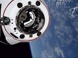 SpaceX Berhasil Bawa Empat Astronaut Amatir ke Luar Angkasa