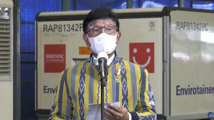 Menteri Komunikasi dan Informatika RI, Johnny G Plate memberikan keterangan pers mengenai edatangan Vaksin COVID-19 Tahap Kesepuluh di Bandara Soekarno-Hatta (Tangkapan Layar Youtube @Kemkominfo TV)