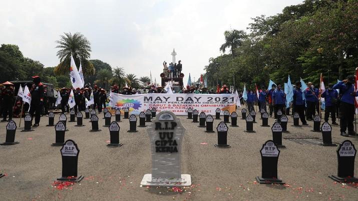 May Day 2021, Massa Buruh Demo UU Cipta Kerja (CNBC Indonesia/Muhammad Sabki)