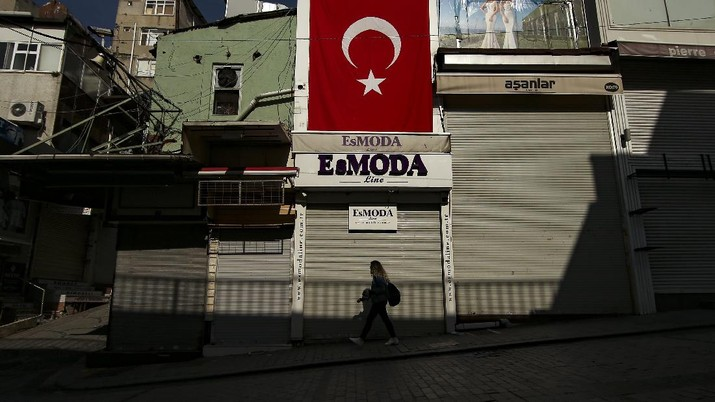 A man walks on deserted Eminonu market with shops closed, Friday, April 30, 2021, on the first day of a tight lockdown to help protect from the spread of the coronavirus. Turkish President Recep Tayyip Erdogan imposed the new lockdown restrictions that will last until May 17, after COVID-19 infections and fatalities hit record high levels. Under the restrictions -- which spans the holy Muslim month of Ramadan, as well as the three-day Eid holiday - residents are banned from leaving their homes except to shop for groceries or to meet other essential needs.(AP Photo/Emrah Gurel)