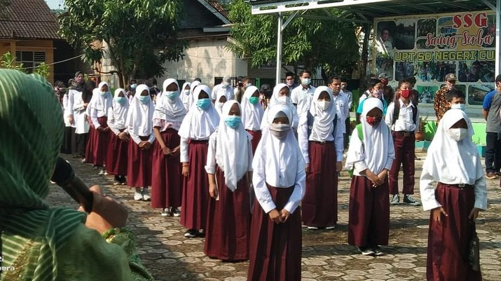 Belajar tatap muka dimulai dari jenjang pendidikan sekolah dasar (SD).